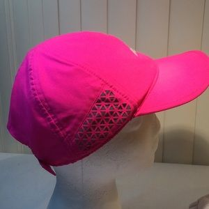 Avia running hat with reflective materials